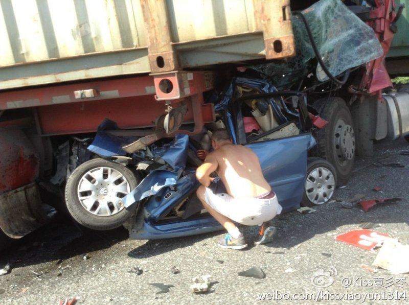 Terrible Chinese Car Crash Truck