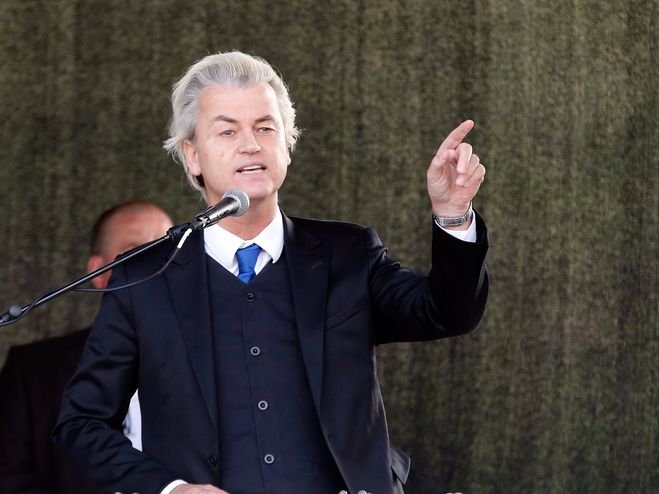 Dutch anti-Islam politician Geert Wilders gives a speech during a rally of the anti-immigration movement Patriotic Europeans Against the Islamisation of the West (PEGIDA) in Dresden April 13, 2015.        REUTERS/Fabrizio Bensch