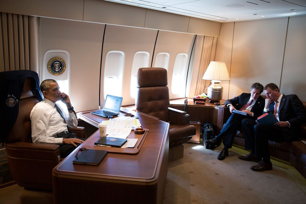 office nike air force 1. Simple Office Barack_Obama_in_his_Air_Force_One_office_for_his_first_flight Nike Air  Force 1 Office 32ec5978dabdb11e890f70026272686bfea7cc52 For Office Nike Air Force I