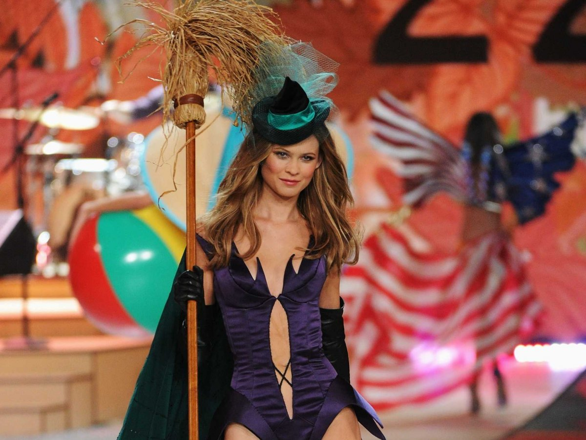 Meet The 7 Victoria's Secret Models Who Help Sell $6.6