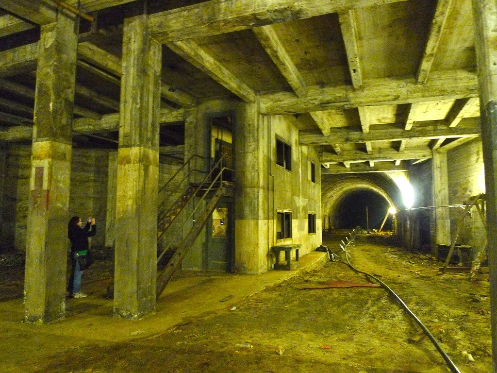 Take A Tour Of The Abandoned Subway Tunnels Beneath Los