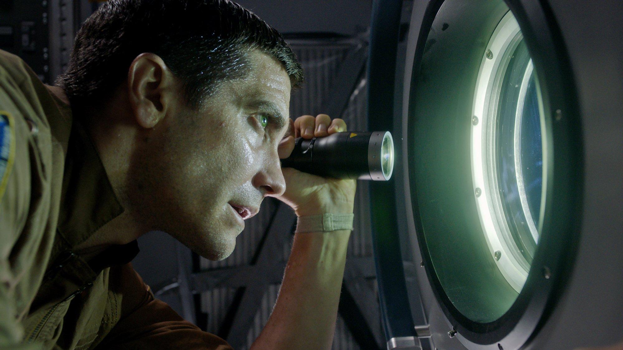 life science fiction alien horror movie sony pictures jake gyllenhaal 2