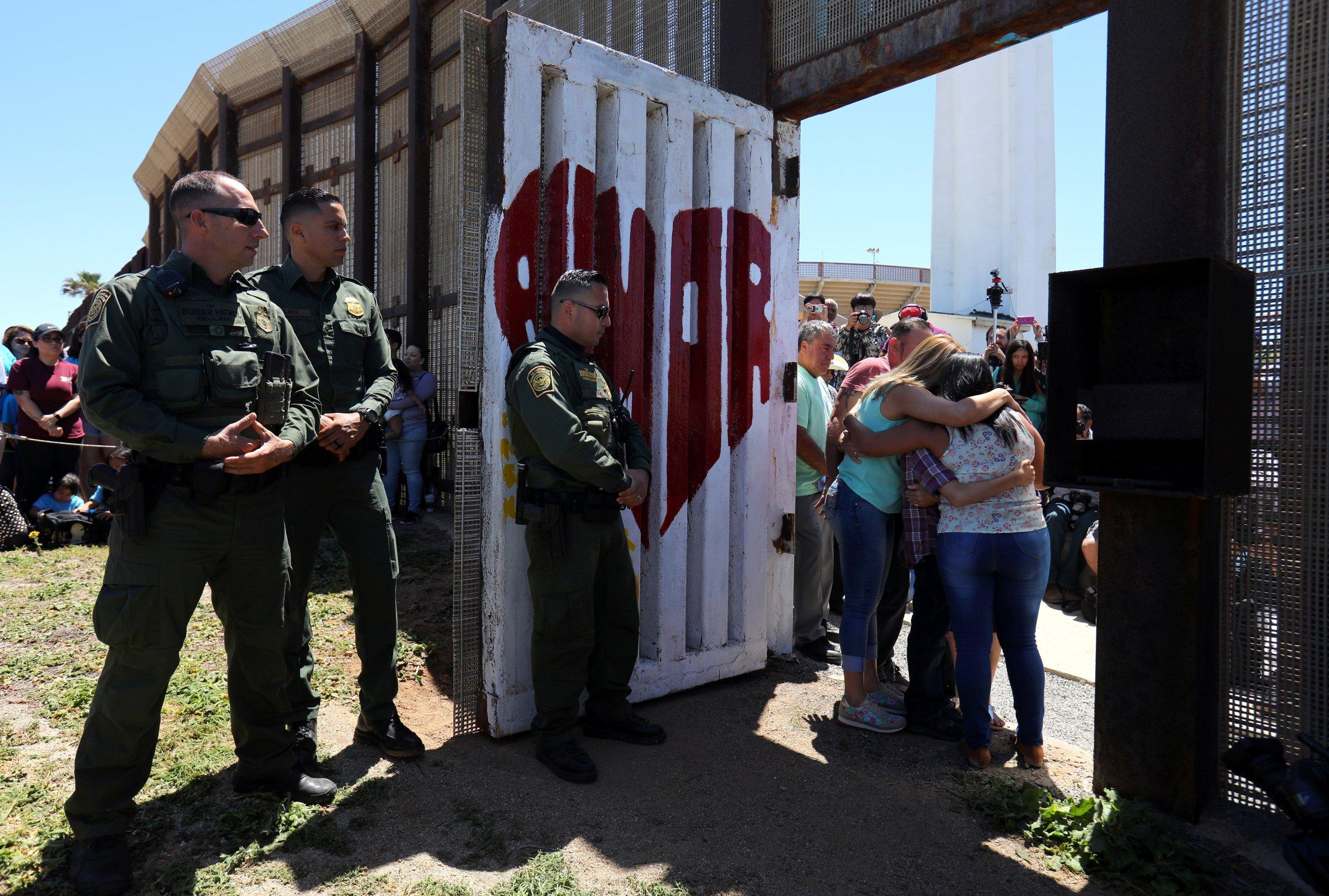 US border patrol immigrant migrant reunite