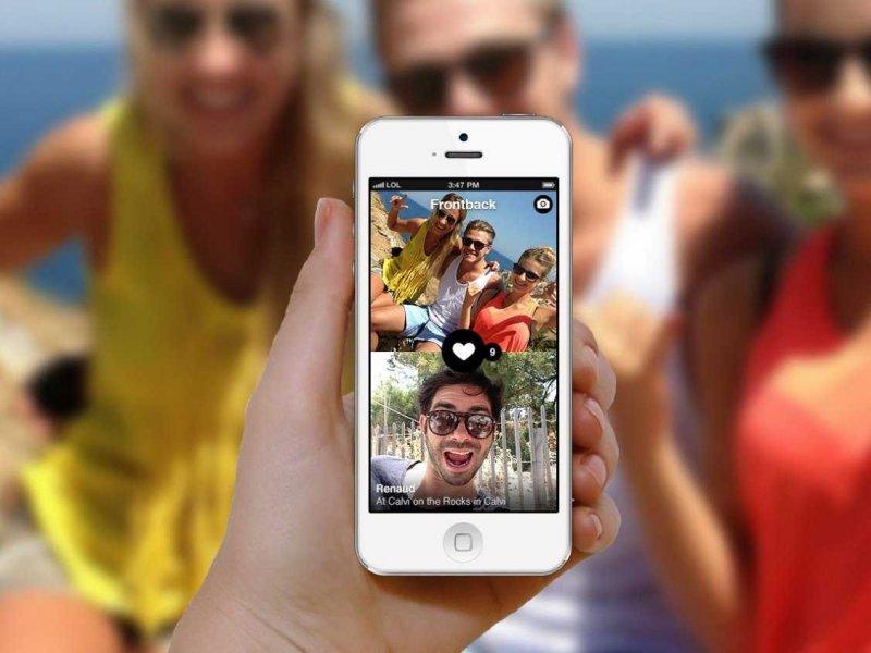 елена енсен с мобильным телефоном фото