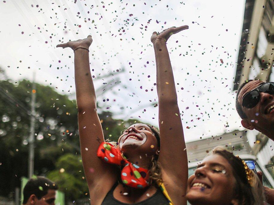 confetti celebrate happy
