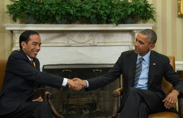 US President Barack Obama (R) and his Indonesian counterpart Joko Widodo shake hands following talks in the Oval Office at the White House in Washington, DC, on October 26, 2015