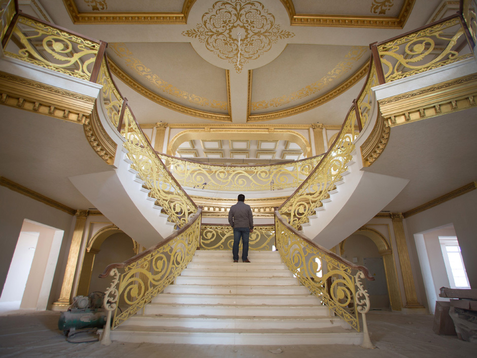 Lavish 20 Million White House In Iraq Complete With